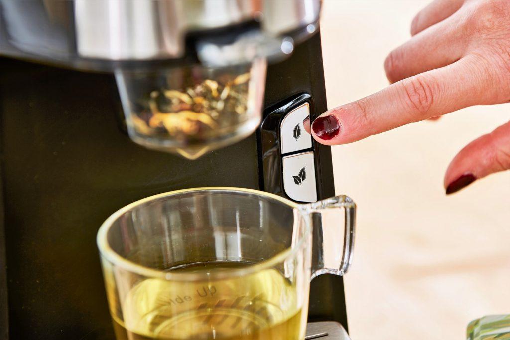 Zoom sur le bouton d'utilisation de la machine à thé. Deux boutons pour deux dosages