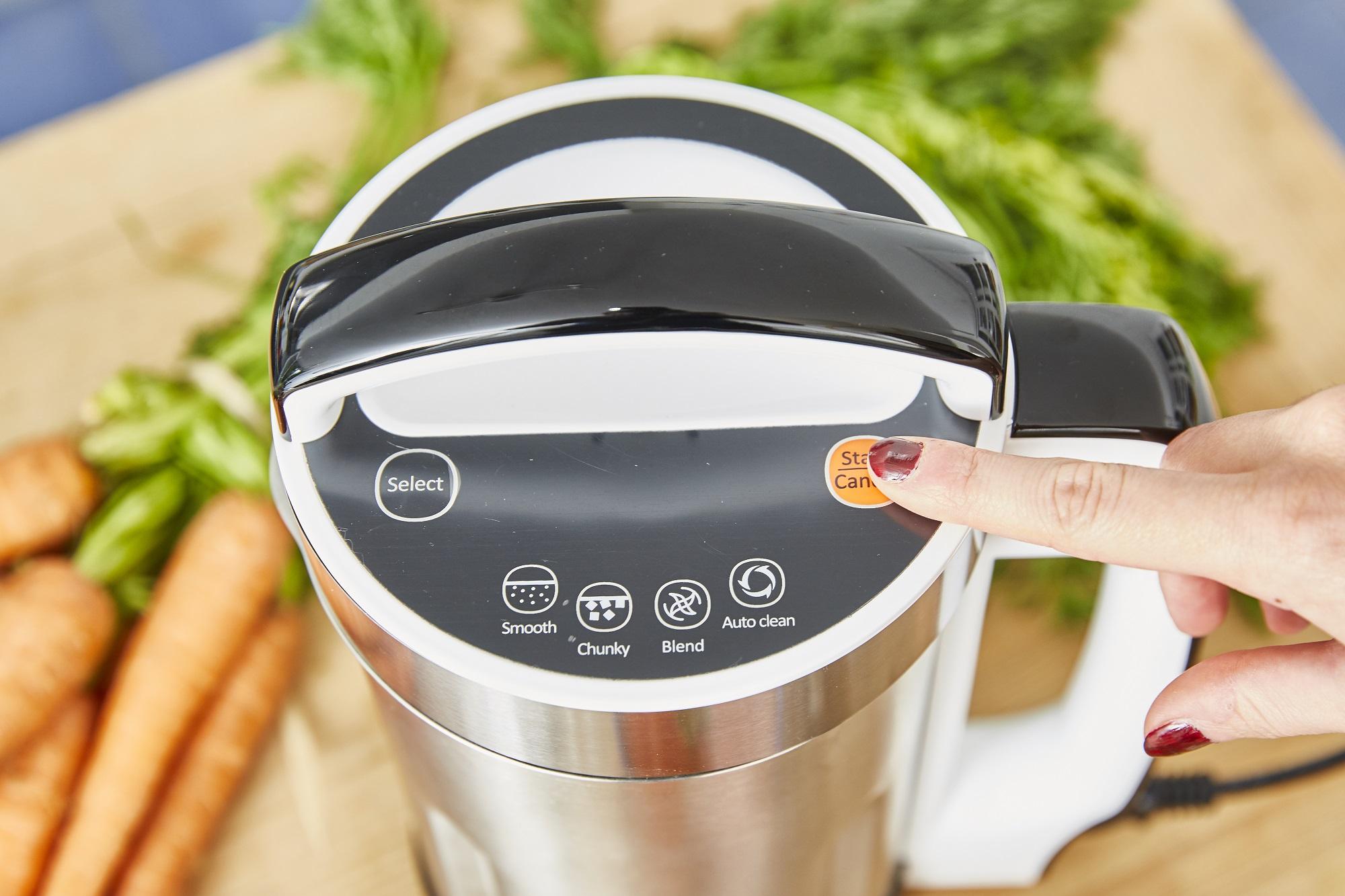 Grâce à ses 4 programmes pré définis, vous allez gagner du temps en cuisine ! Il mixe et il chauffe, parfait pour réaliser des soupes veloutées ou moulinées, des compotes, coulis ou encore des smoothies.