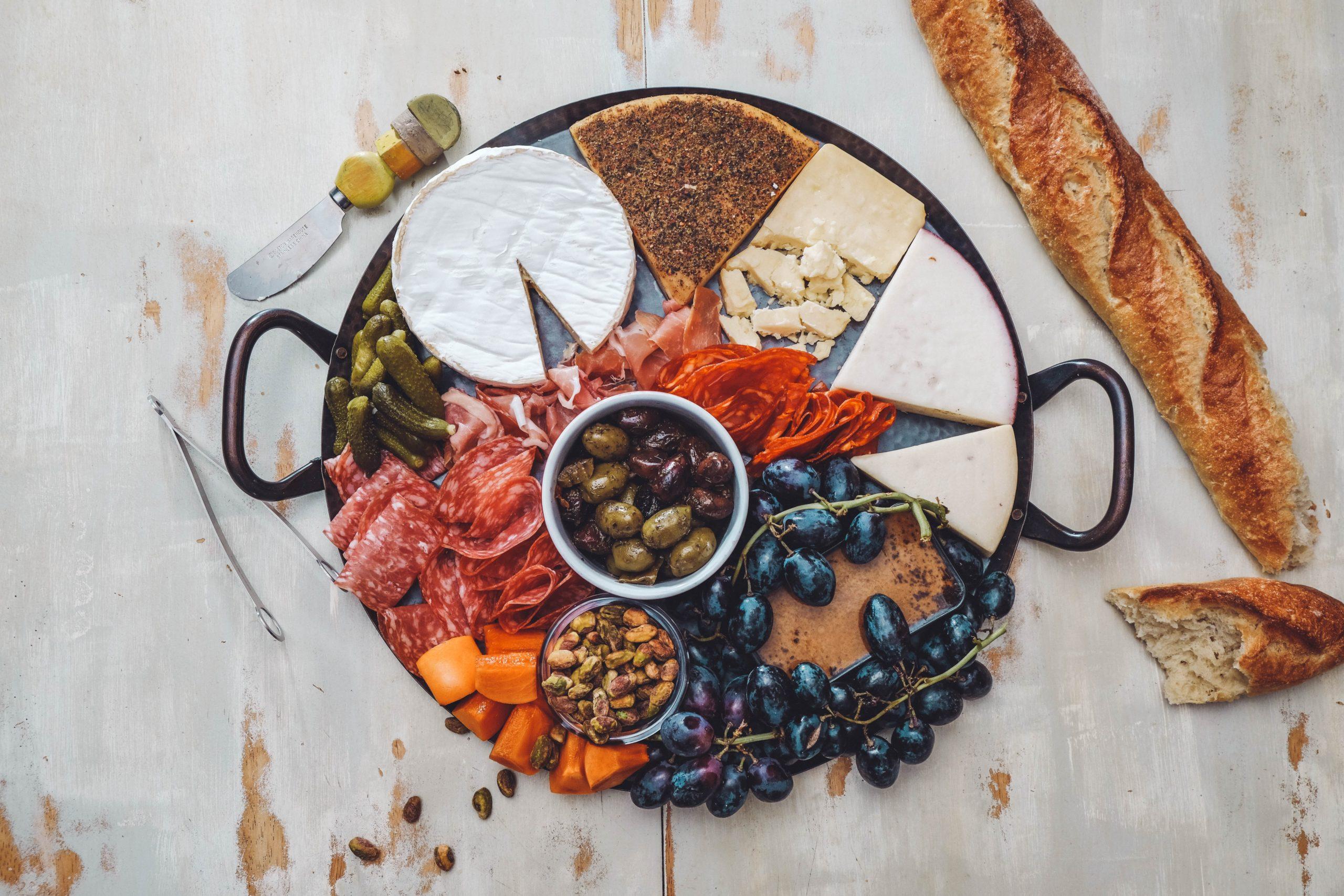 plateau fromage et charcuterie pour une fondue avec l'appareil à fondue électrique Fondue Time de Senya