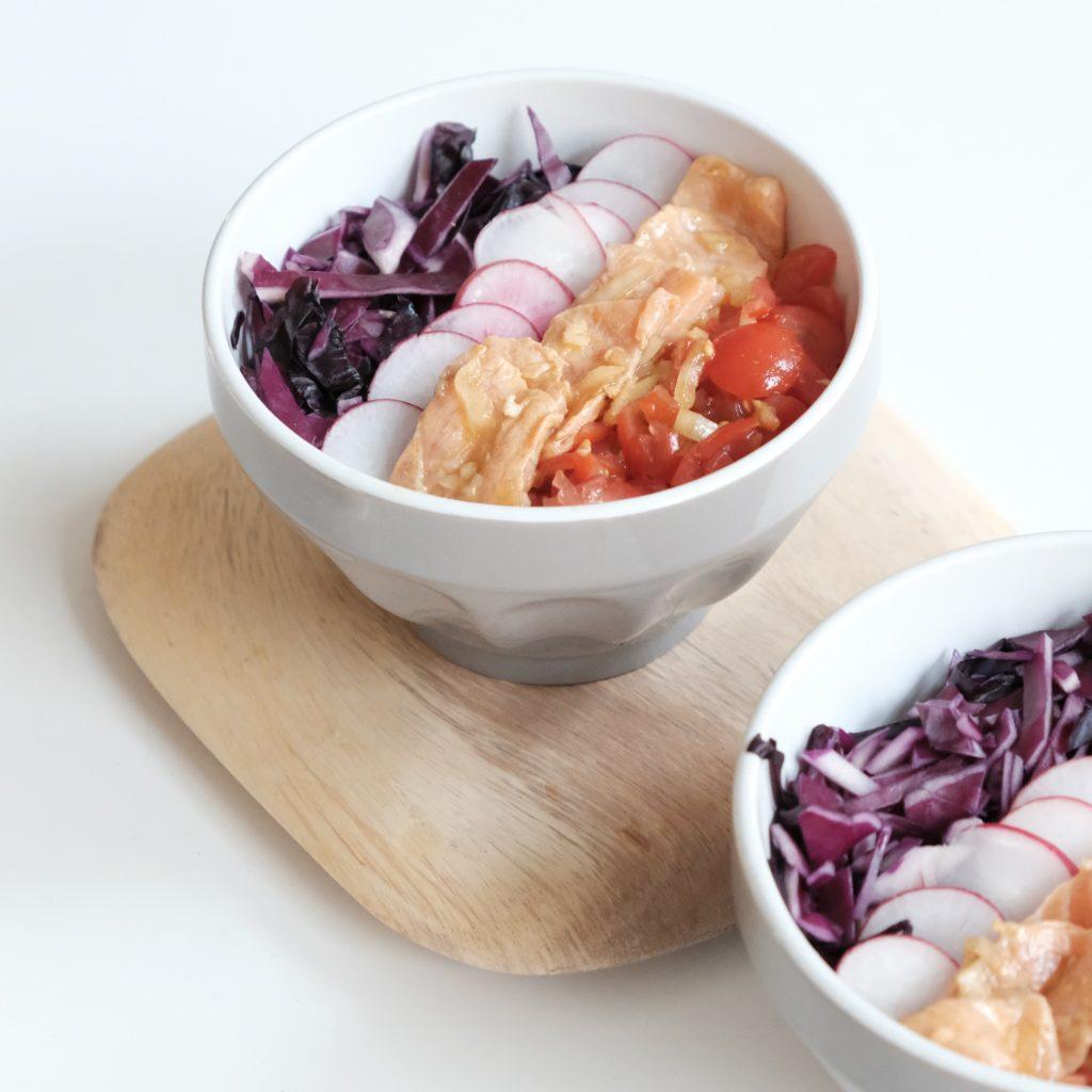 """le poke bowl, ou Pokai, est une recette traditionnelle d'Hawaï et signifie """"salade de poisson en dés"""""""