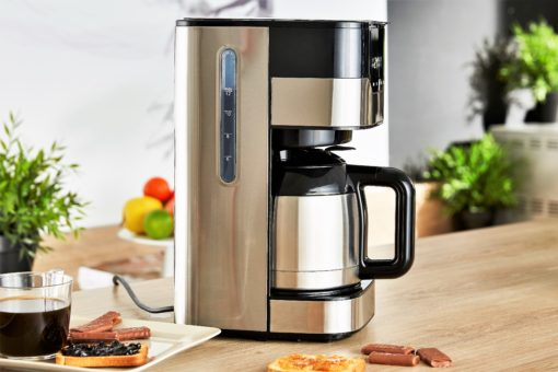 cafetiere_smart_coffee_inox_de_profil_sur_un_plan_de_travail